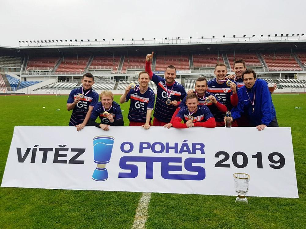 Naši hráči obhájili titul z fotbalového turnaje firem!