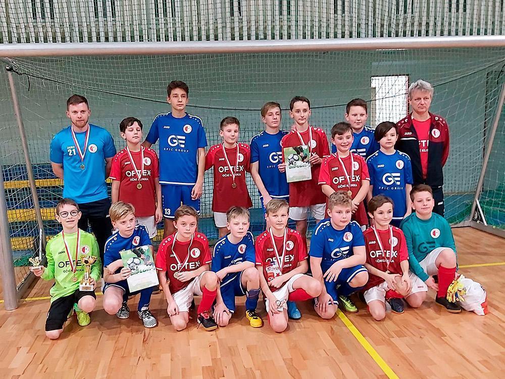 Červený tým má zlaté medaile z turnaje Slávistáček
